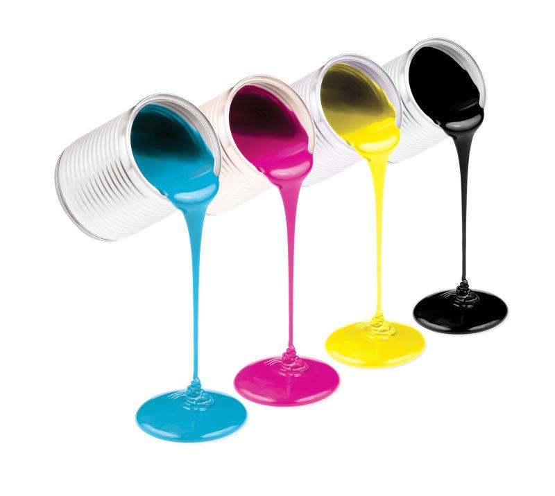 四桶不同颜色的油漆