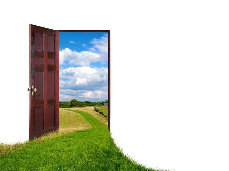 白色背景上打开着通往新世界的大门