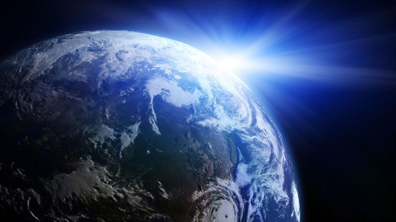 太阳照射着地球