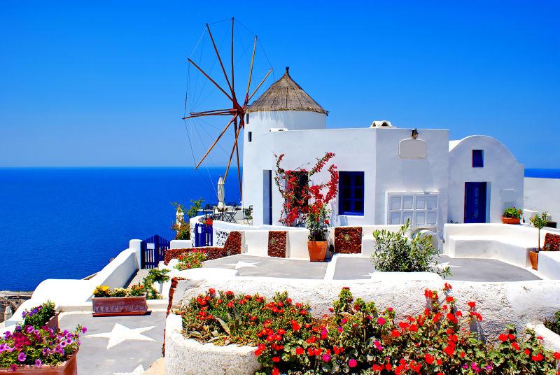 美丽的希腊圣托里尼岛伊亚村风车厂