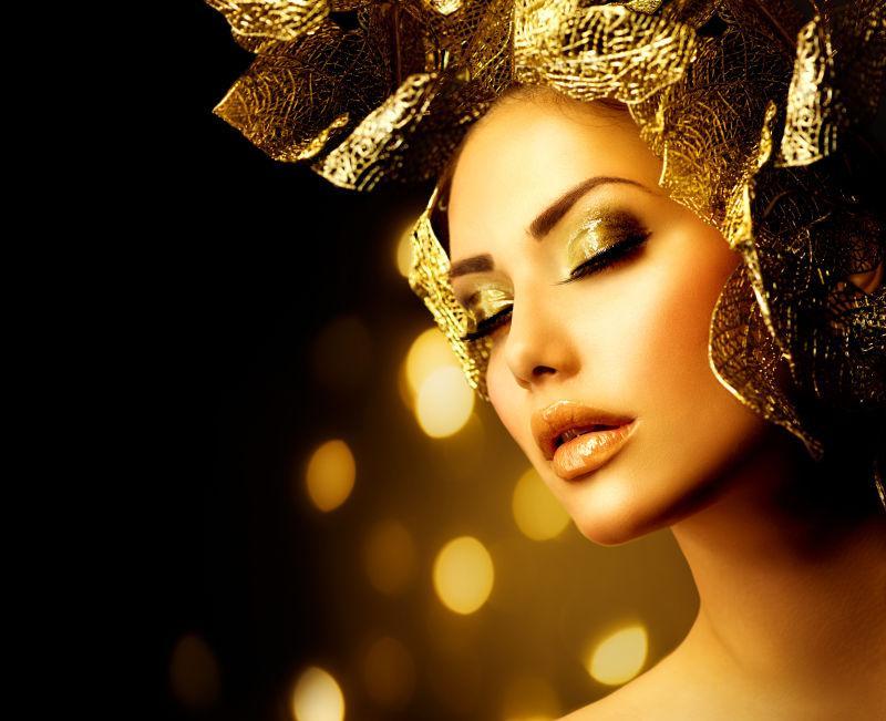 美女模特的黄金发饰