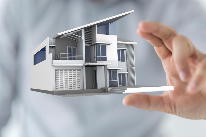 商人拿着房子模型