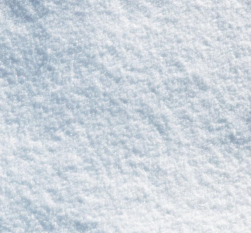 闪亮剔透的白色雪地