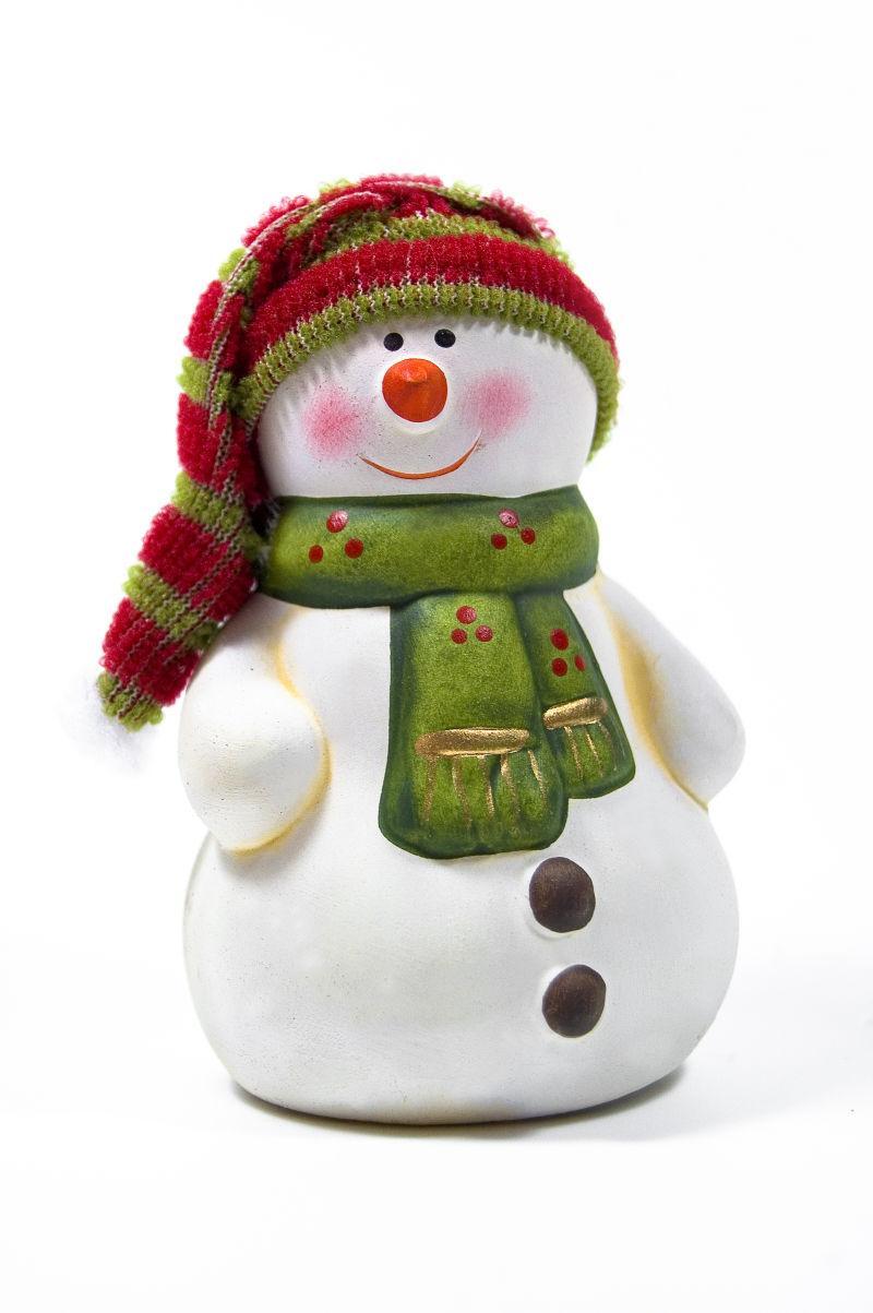 带着毛绒帽子的可爱雪人