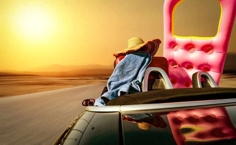 日落下驾车旅游度假