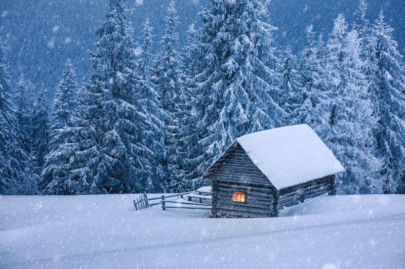 雪天下的屋子
