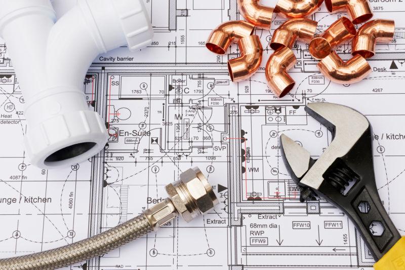 房屋平面图上的管道部件和扳手