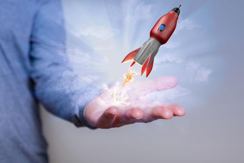 男人手心上发射的小火箭