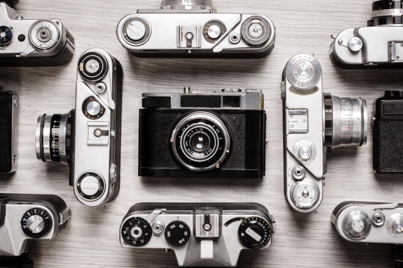 满桌的相机