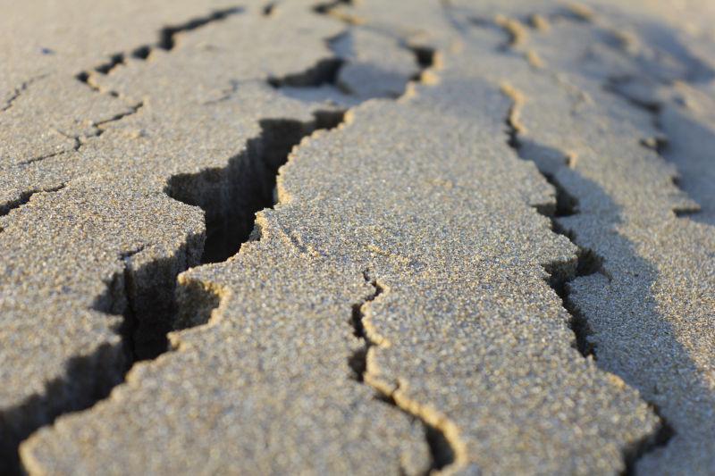 混凝土收缩裂缝图片_土地裂缝图片-各种各样的土地裂缝素材-高清图片-摄影照片-寻图 ...