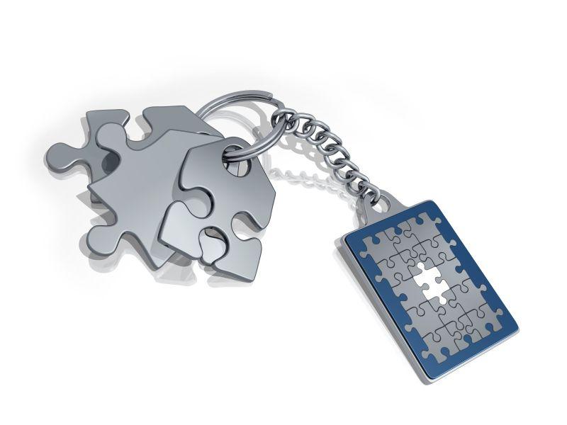 白色背景上的拼图钥匙扣