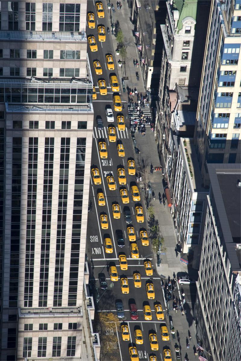 第五大街上的纽约出租车