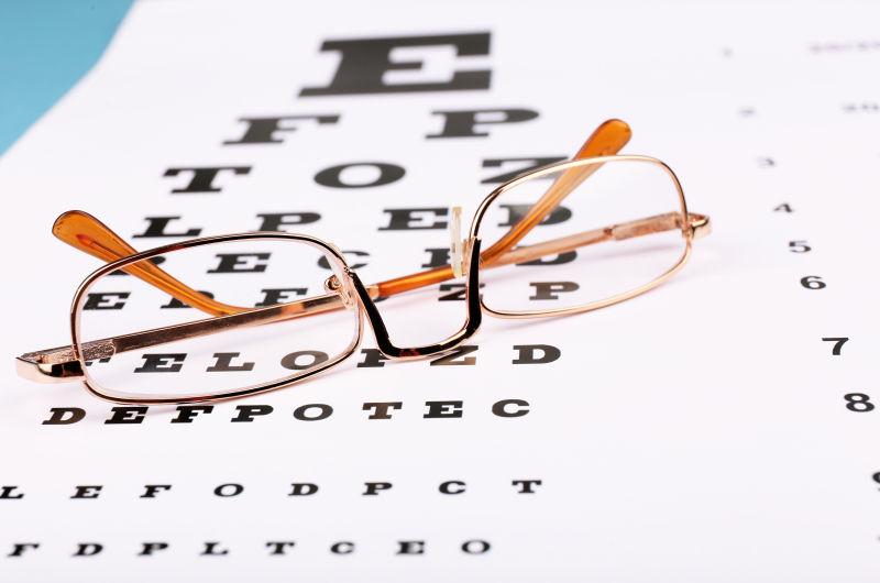 视力表视上的眼镜