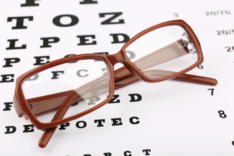 视力表和眼镜