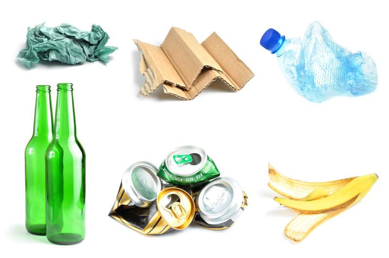 白色背景下回收的垃圾样品