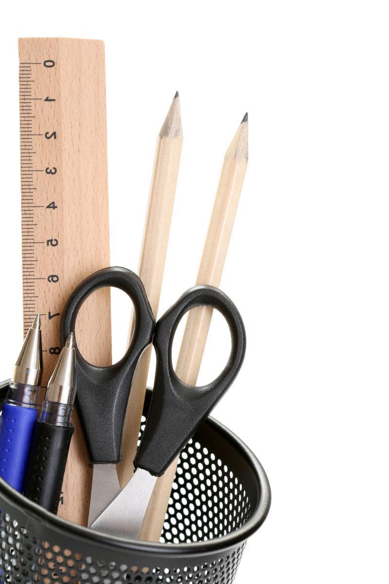 铅笔桶里的文具