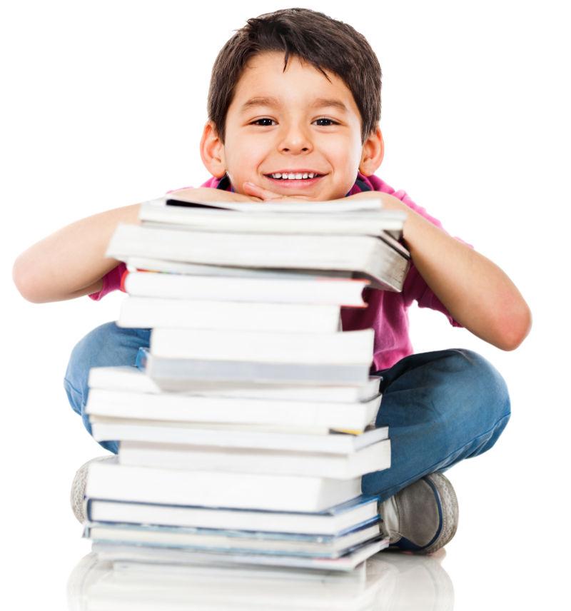 男孩和一堆书