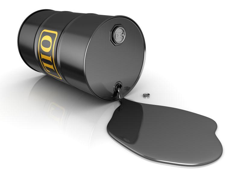 桶中溢出的石油