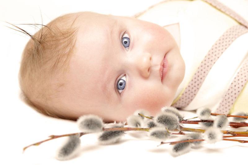 蓝眼睛的新生儿
