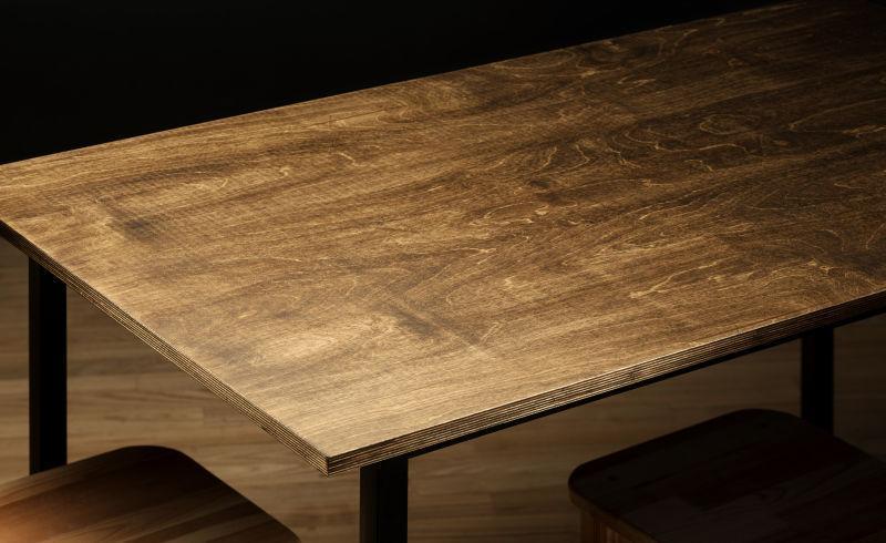 空着粗糙的木桌桌面