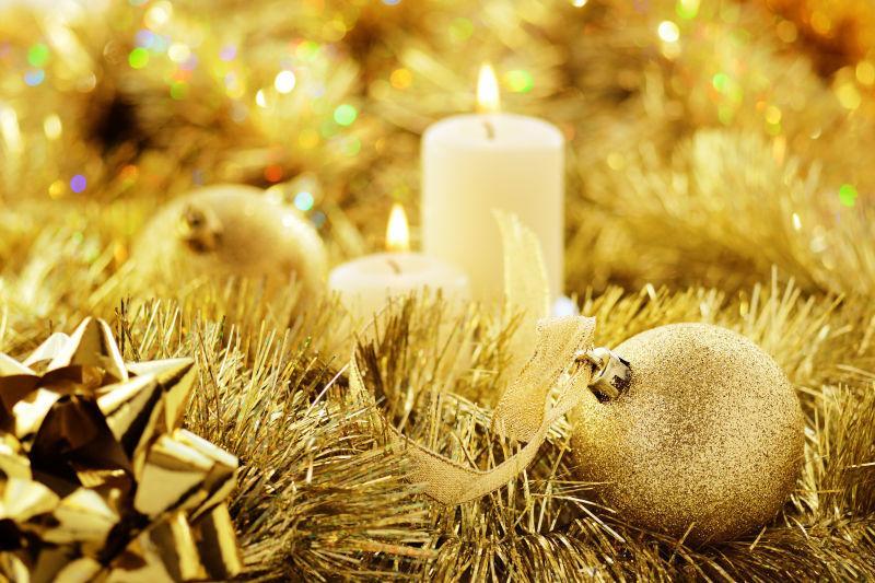 金色的精美圣诞装饰品