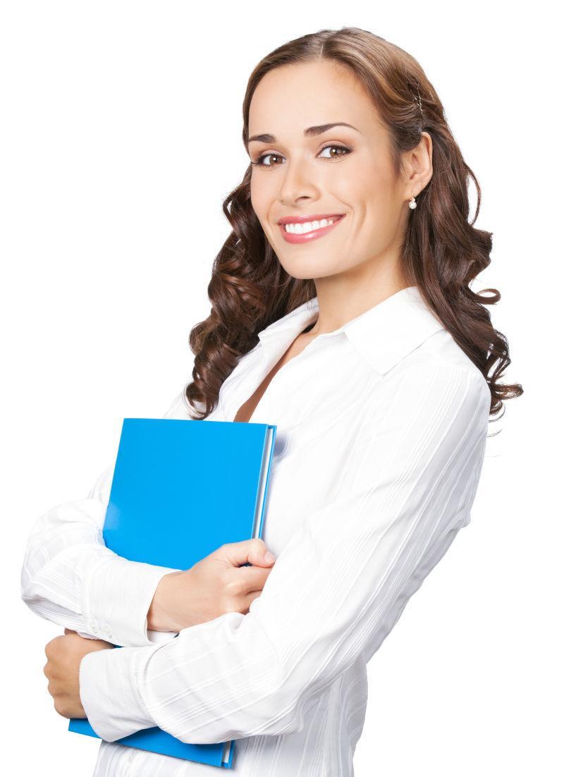 带着蓝色文件夹的微笑女商人