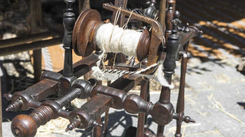 复古传统的工艺古代缝纫机