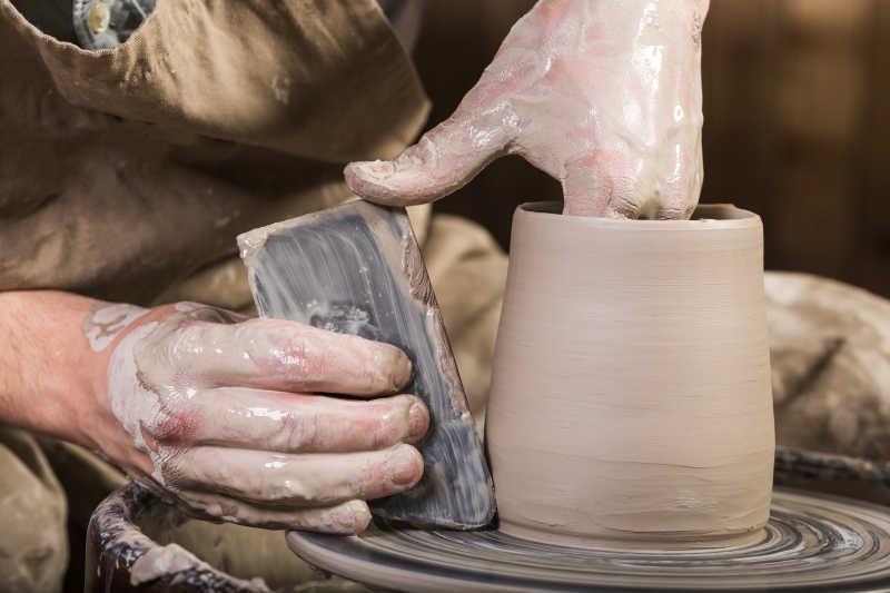 陶瓷艺术观念手的特写造型陶瓷