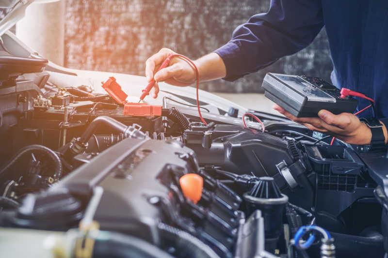 汽车修理工在汽车修理服务中的工作