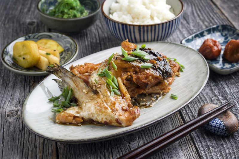 传统的日本清酒卡玛烤三文鱼领Teriyak