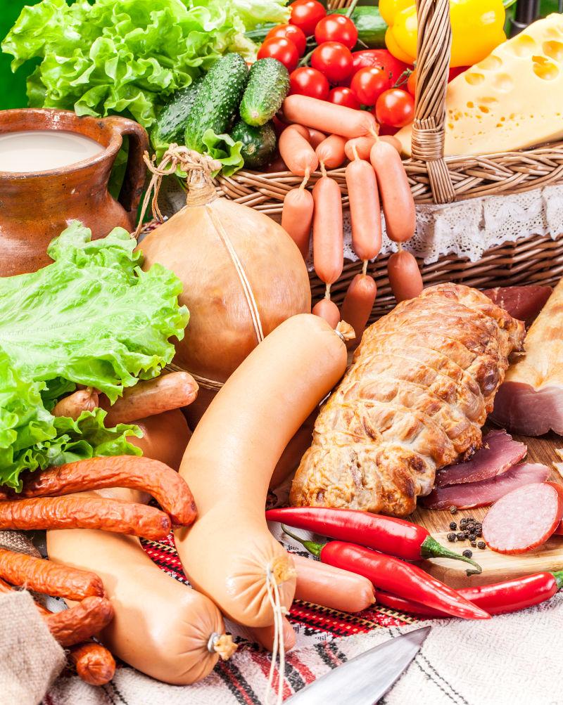 各种肉类、香肠制品等农副产品
