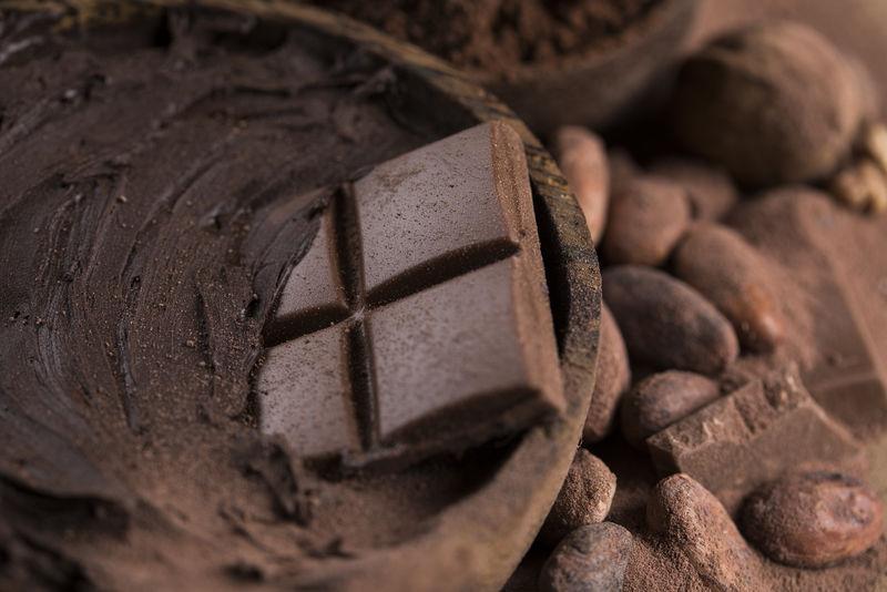 巧克力、糖果、甜品、以天然纸为背景的甜点