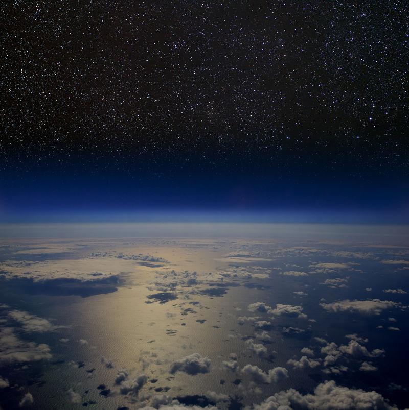 太空中地球的高海拔视图。