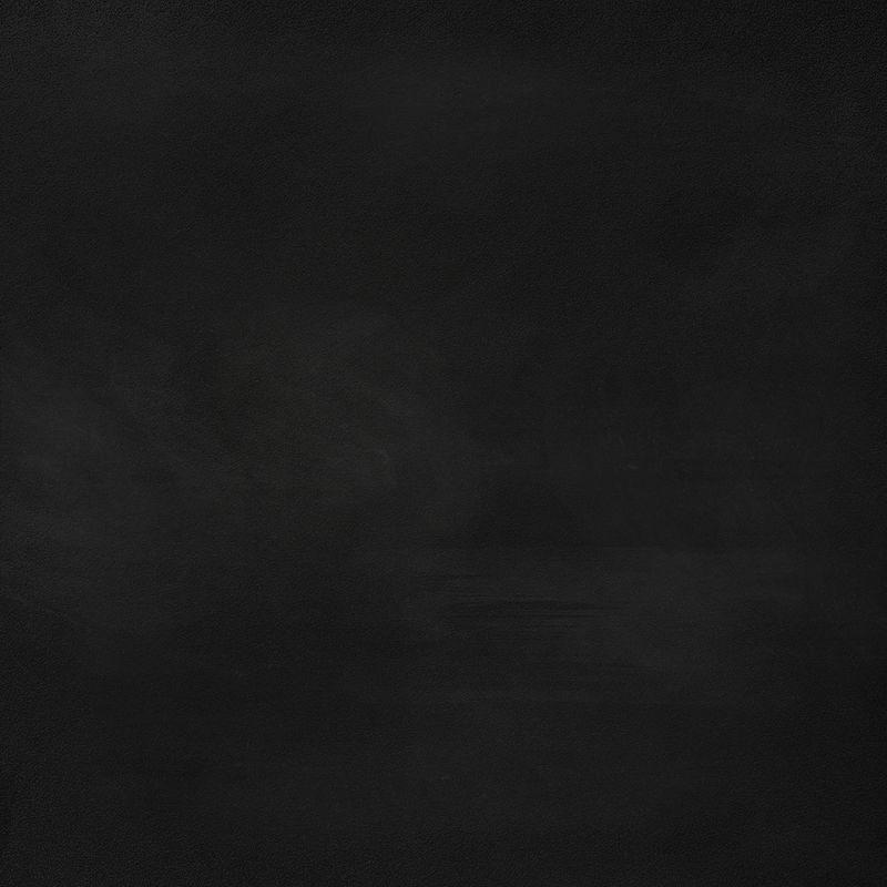 抽象粉笔擦在空旷亮丽的黑色黑板上-可用于添加文字、广告、内容、平面设计以供销售、展示、推销您的食品菜单或产品-商业概念