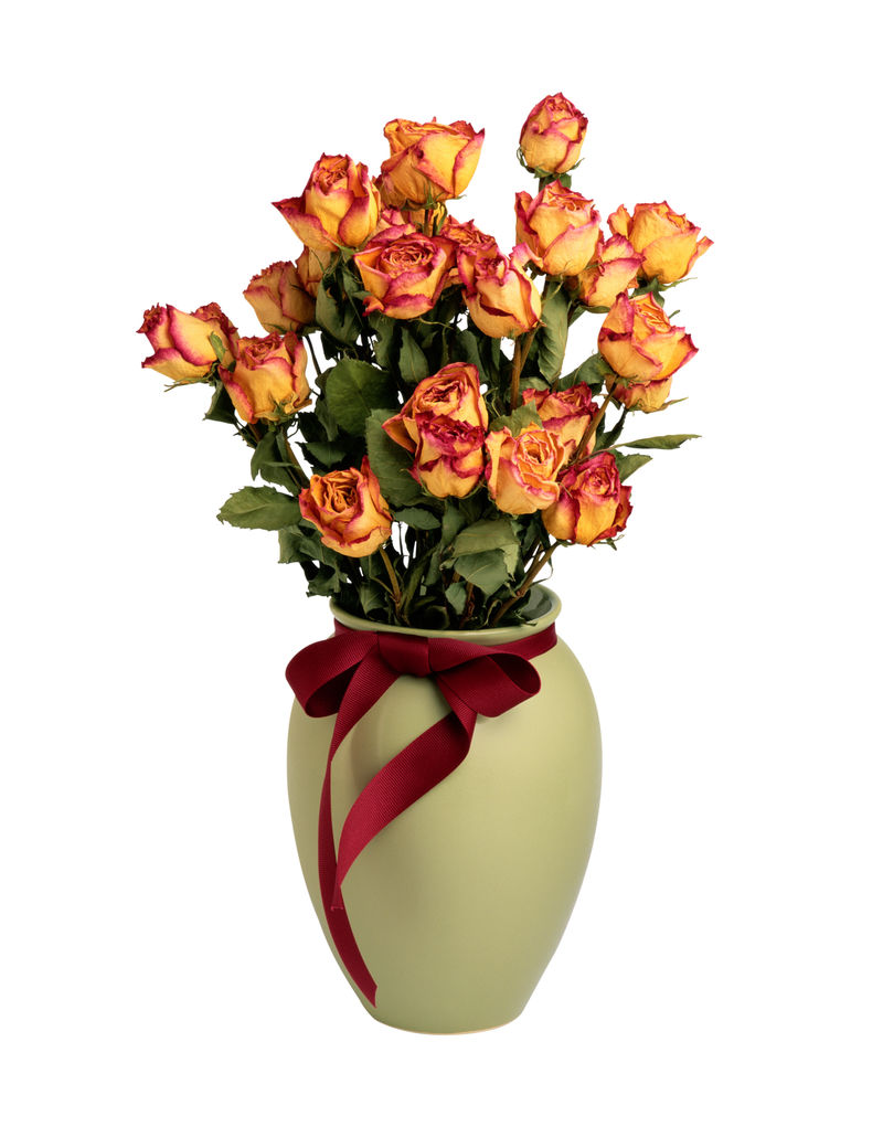 花瓶中的橙色玫瑰花束-白色背景剪纸上隔离