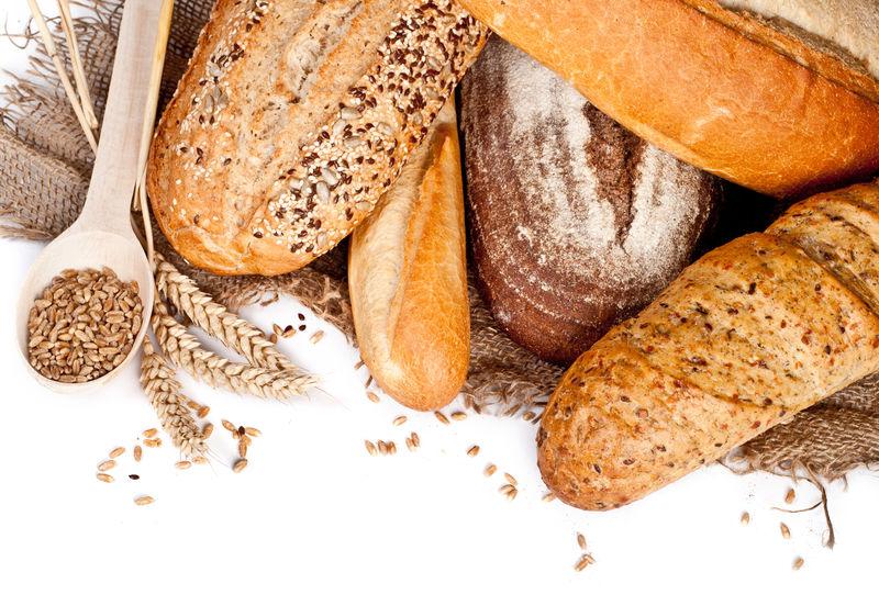 新鲜烘焙传统面包和小麦