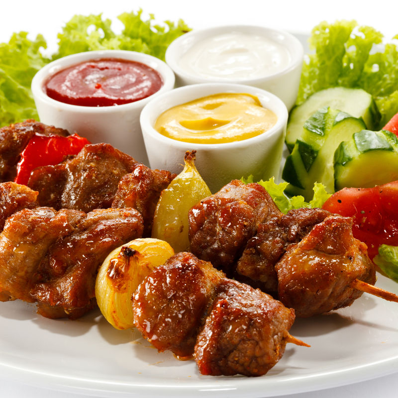 烤肉和蔬菜