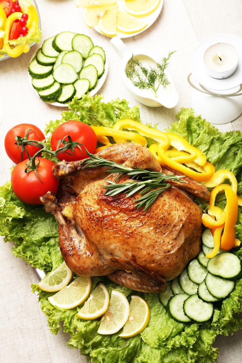 节日晚餐烤鸡
