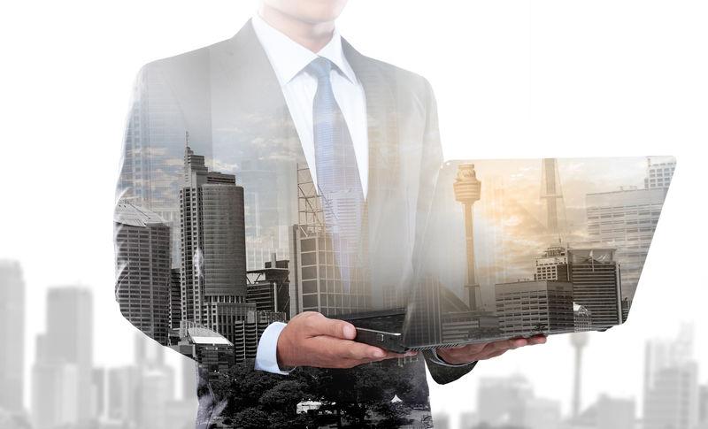 城市和商人使用笔记本电脑-概念商业形象