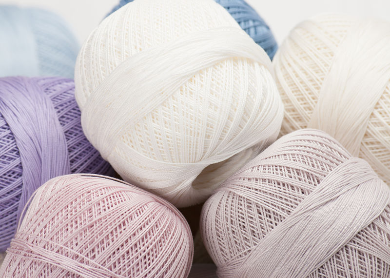 一堆棉花钩针线轴