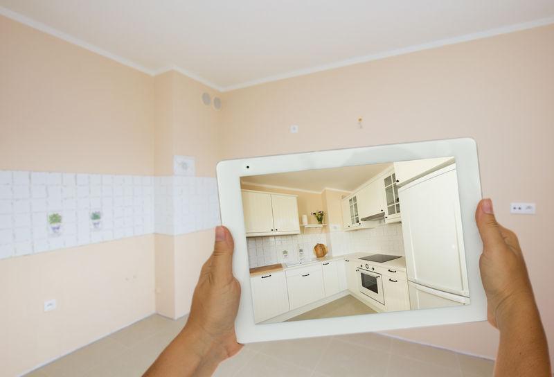 在翻新房间的平板电脑上规划新的厨房家具