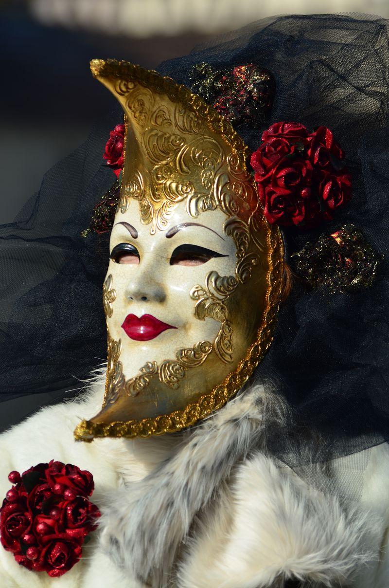 意大利威尼斯——2018年2月5日——2018年狂欢节的面具-威尼斯嘉年华是在意大利威尼斯举行的一年一度的节日-这个节日以其精心制作的面具而闻名于世