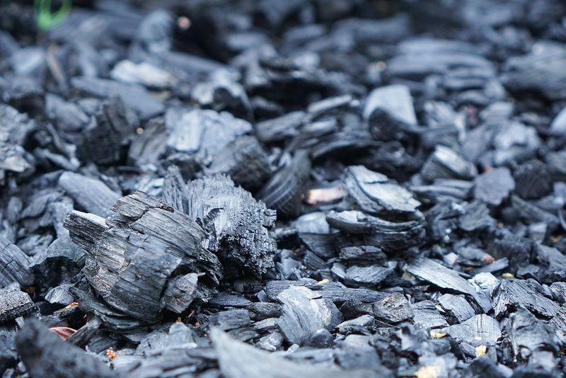黑色煤烤架