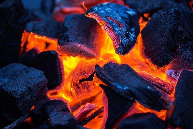 火红的木炭在骨头上-晚安-达哈-西奈埃及!你看!