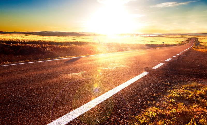 公路旅行理念与日落