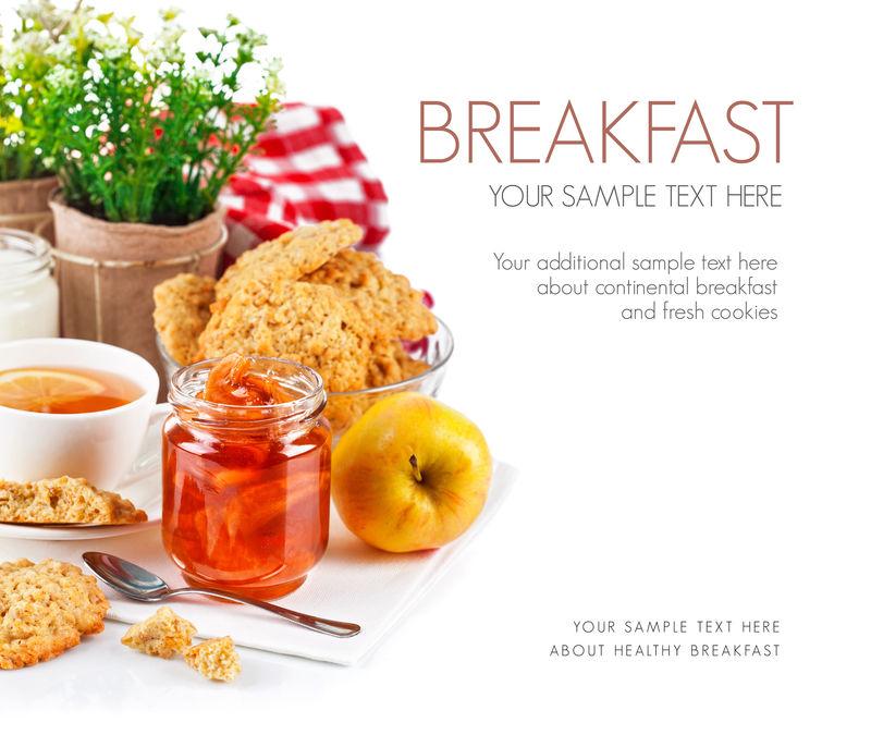 早餐有茶果酱和新鲜饼干-白底隔离