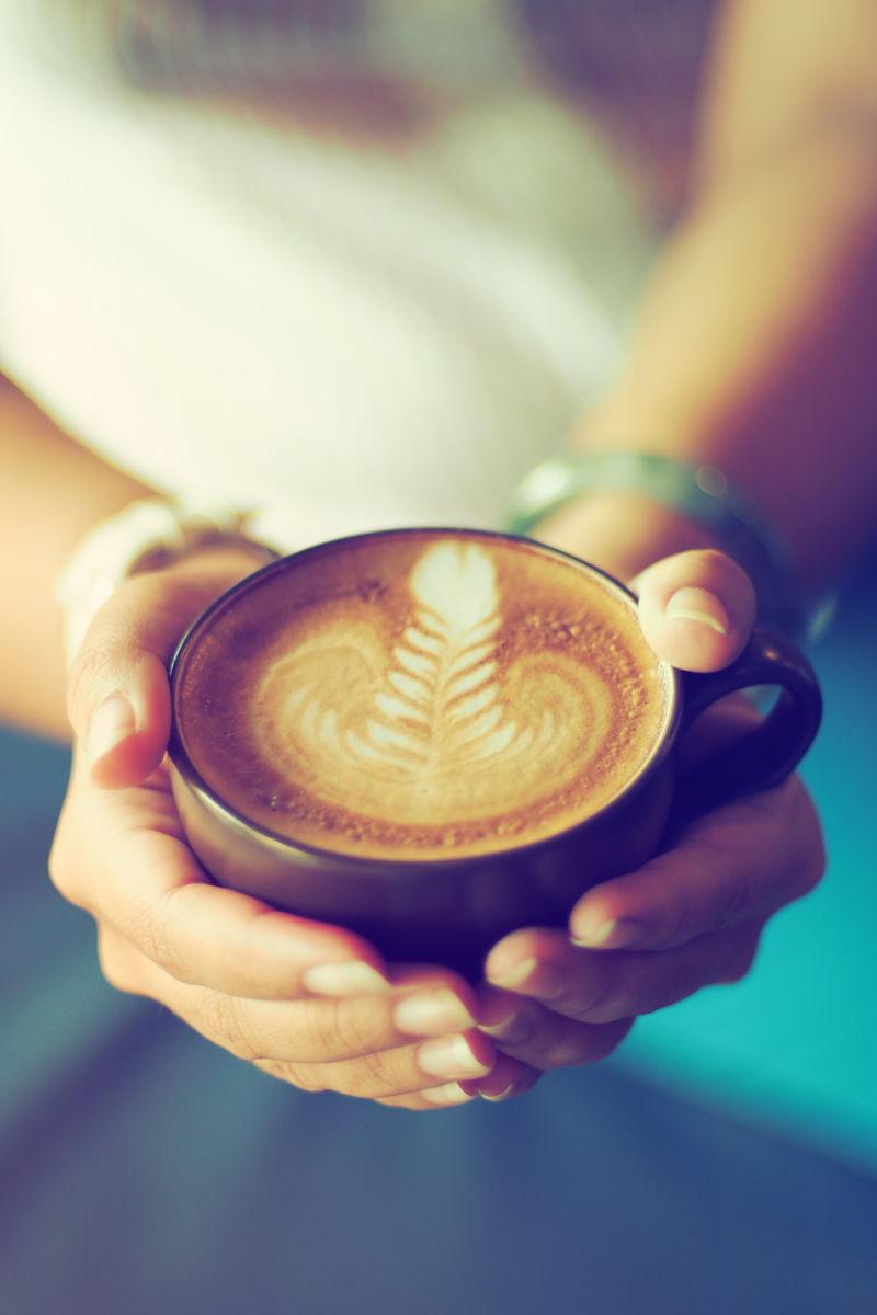 咖啡拿铁搭配复古色调