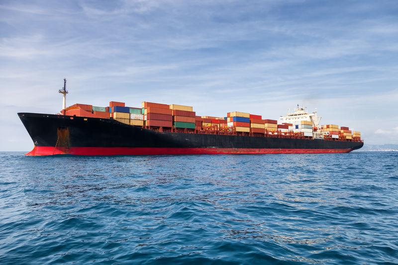 商业货船载运集装箱