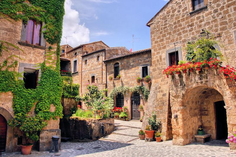 意大利一座古色古香的山城风景如画的一角
