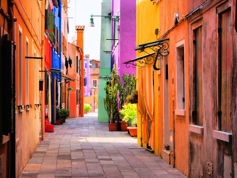 丰富多彩的街道在布拉诺-靠近威尼斯-意大利